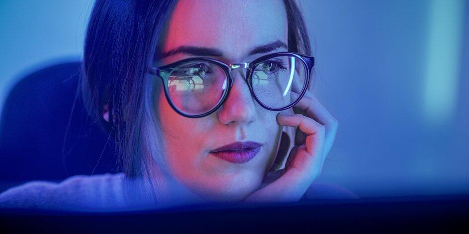 Bolí vás hlava nebo pálí oči z práce na PC? Zkuste brýle proti modrému světlu