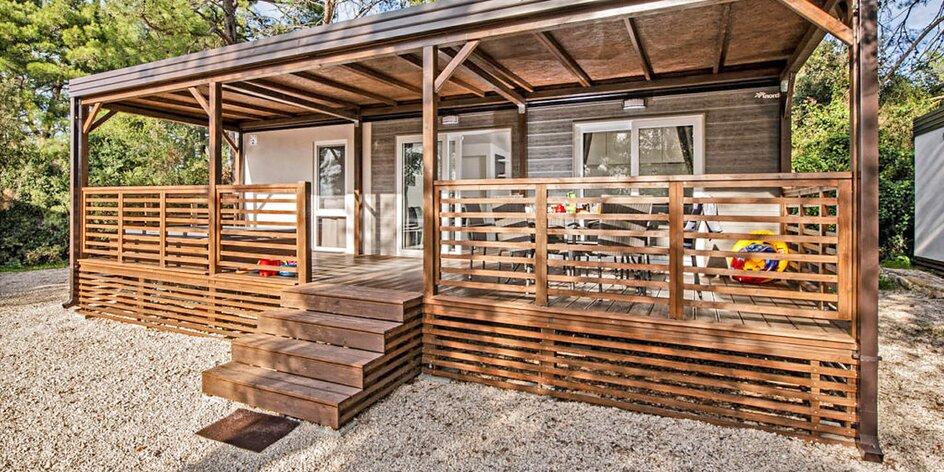 Dovolená na Istrii: vybavené mobilní domy až pro 8