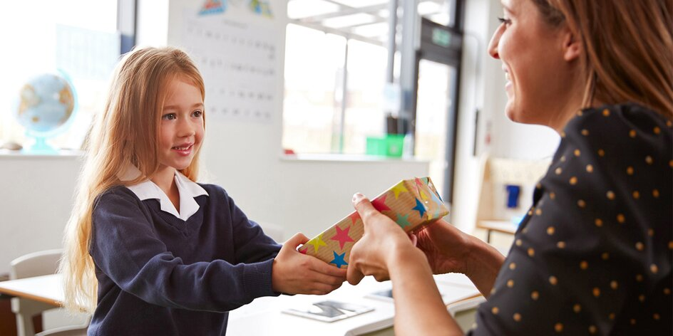 Tipy na dárky pro učitelky a učitele. Co letos vybrat, aby měli opravdu radost?