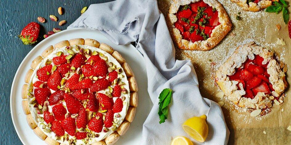 Co s jahodami? Recepty na jahodové koláče, nepečený dort, salát i veganský dezert