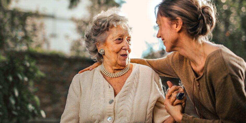 Bezpečí pro seniory doma i venku: Jak funguje tísňová péče ŽIVOTa 90?