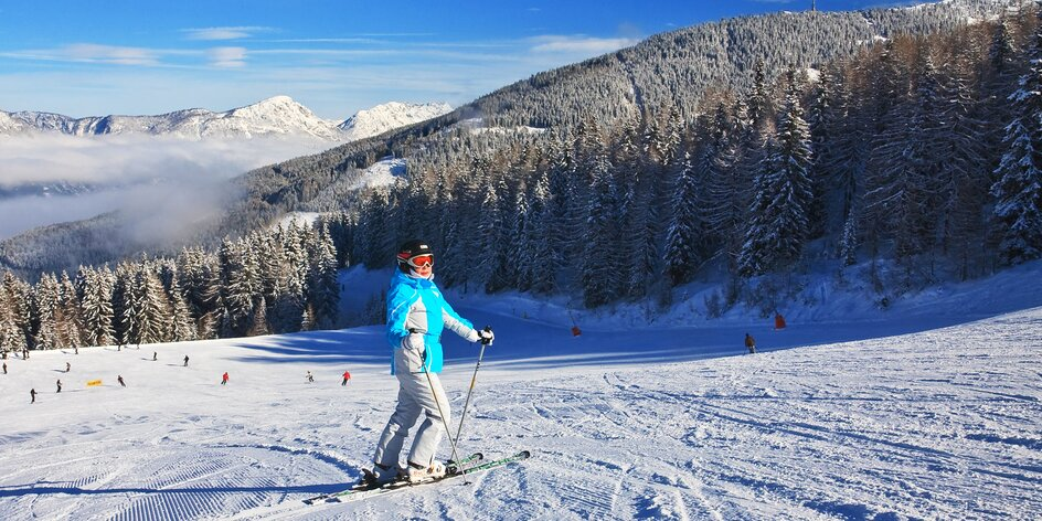 Lyžovačka v rakouských Alpách v oblasti Ski amadé