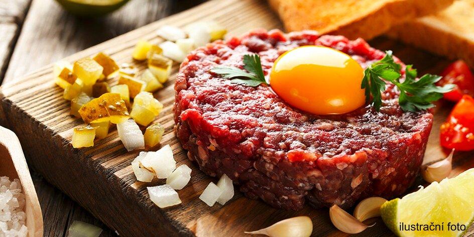 Hovězí tatarák z české svíčkové a porce topinek