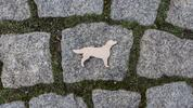 Dřevěné brože s motivy psích plemen: česká výroba