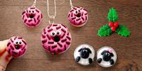 Ručně dělané šperky z fima: cesmína, donut i tučňák