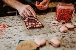 Potěšení na Valentýna: hořké čokolády s makronkami