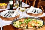 Mořské grilované filety 600 g a sklenka vína