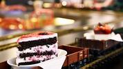 Předkrm, hlavní chod a dezert v mašinkové kavárně