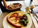 Americká snídaně s kávou nebo čajem na Štvanici