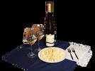 Lahev kvalitního vína z Bzence a talíř sýrů