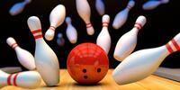 Řádná porce uzených žeber s přílohou a bowling