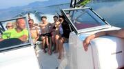 Adrenalinová jízda na motorovém člunu s kapitánem