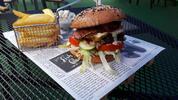 Vyladěné burger menu a hruškový cider pro dva