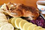 Pomalu pečená 2kilová kachna + zelí a knedlíky
