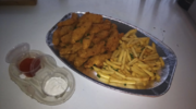 Kuřecí stripsy a hranolky + omáčky pro 4 jedlíky