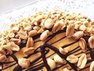 Arašídový piškot, krém z arašídového másla a karamel