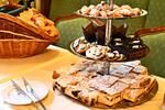 Snídaňový brunch v Café Mozart naproti orloji