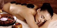 Masáž horkými lávovými kameny: relaxace i úleva