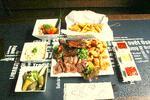 Nálož masa s přílohami a omáčkami v Ostravarně