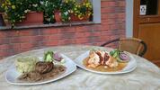 Plněné kuřecí prsíčko a pořádný hovězí biftek