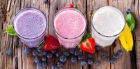 Kelímek smažené zmrzliny nebo ovocné smoothies