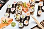Japonsko na talíři: 44 sushi rolek a 2 polévky