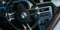 Za volantem legendy: zapůjčení Fordu Mustang