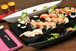 S citem pro detail: bohaté japonské sushi menu