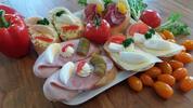 50 skvostných chlebíčků: šunka, sýr i roastbeef