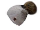 Dámská čepice s chlupatou bambulí