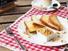 Snídaňové menu: řemeslný toast a XXL latte