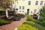 Káva a dort v kouzelném pražském podhradí
