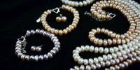 Perlový set: náhrdelník, náramek a náušnice
