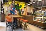 Káva a pečivo ve stylové kavárně na Vinohradech