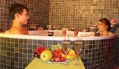 Luxusní balíček pro 2 - masáž, sauna a vana