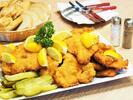 Vepřové a kuřecí řízečky s pirátskými brambory
