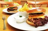 1 či 2 šťavnaté burgery v hovězí i kuřecí verzi