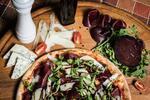 Pizza v restauraci blízko centra, i s sebou