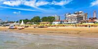 Den na překrásné pláži a návštěva Benátek